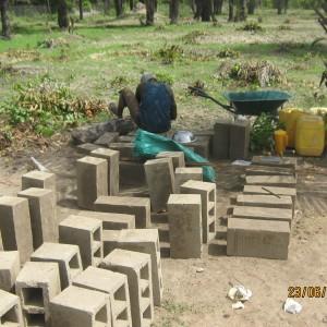 Les briques sont fabriquées sur place
